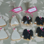 hot-pink-bride-and-groom-biscuits