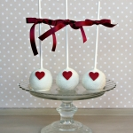 red-heart-cake-pops