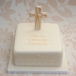 lace-and-pearls-baptism-cake