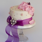 stripes-and-roses-cake