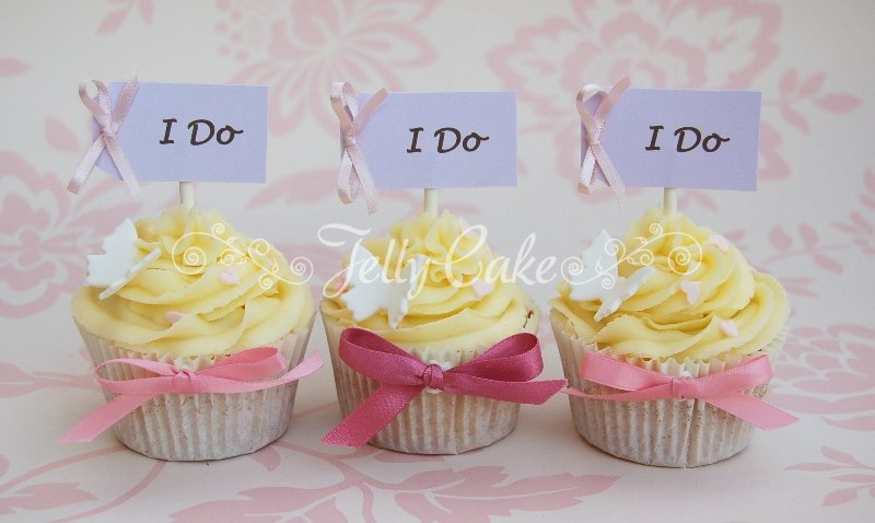 i-do-wedding-cupcakes