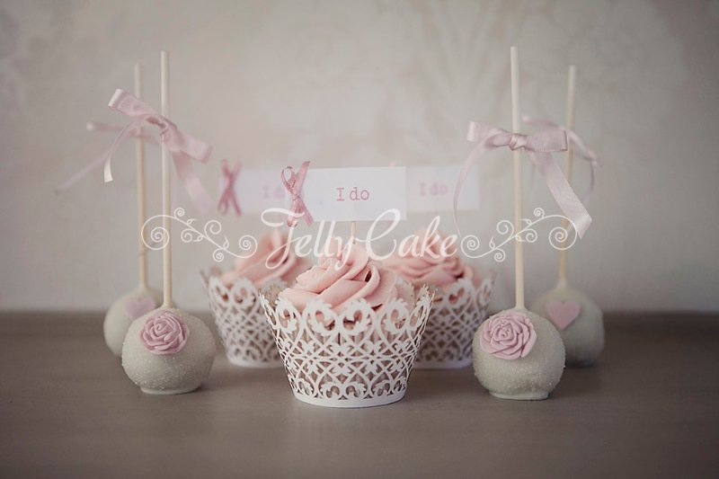 pink-ruffles-wedding-cupcakes