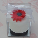 red-gerbera-mini-cake