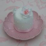 rose-and-butterfly-mini-cake