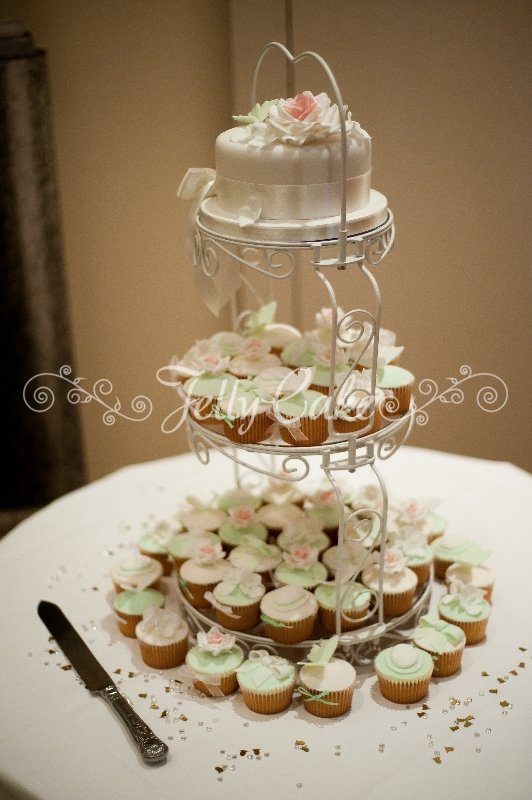 vintage-roses-wedding-cupcake-tower