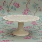 cream-roses-pedestal-stand