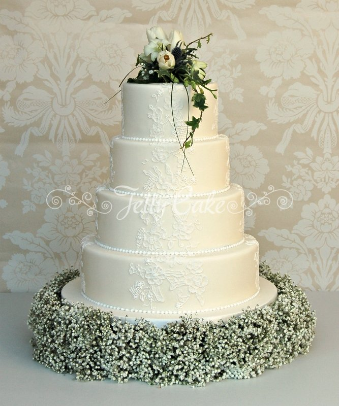 lace-panels-wedding-cake