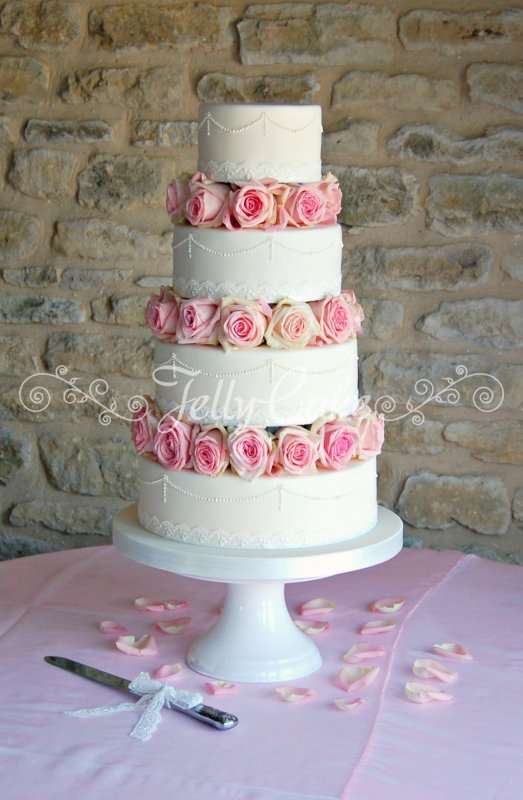 pink-roses-lace-pearls-wc-3