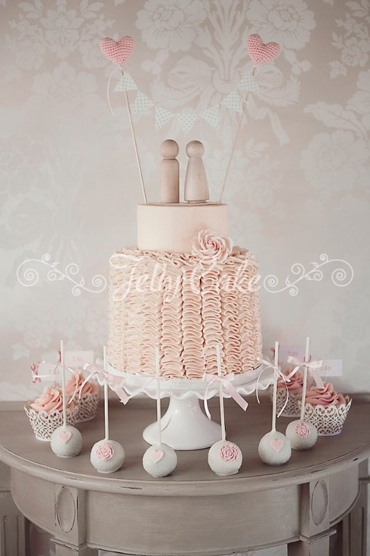 pink-ruffles-wedding-cake