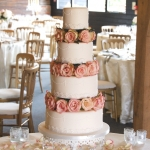 lace-pearls-and-roses-wedding-cake