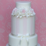 roses-and-stripes-wedding-cake