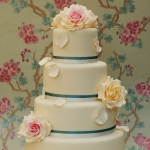teal-and-vintage-roses-wedding-cake