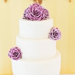 vintage-lilac-and-pearls-wedding-cake