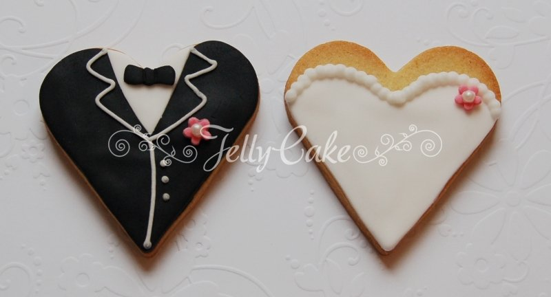 bride-and-groom-heart-biscuits