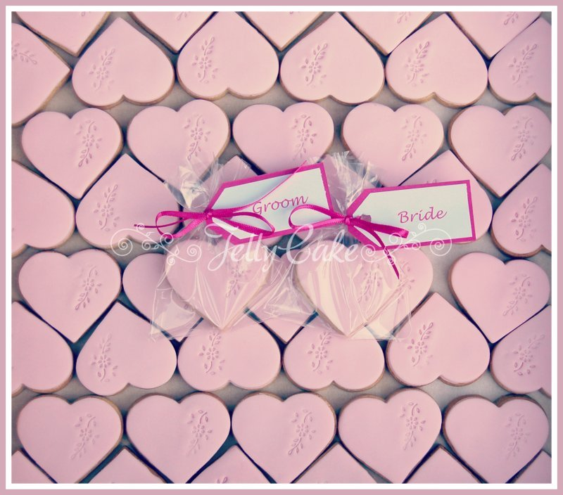 pink-hearts-wedding-favours