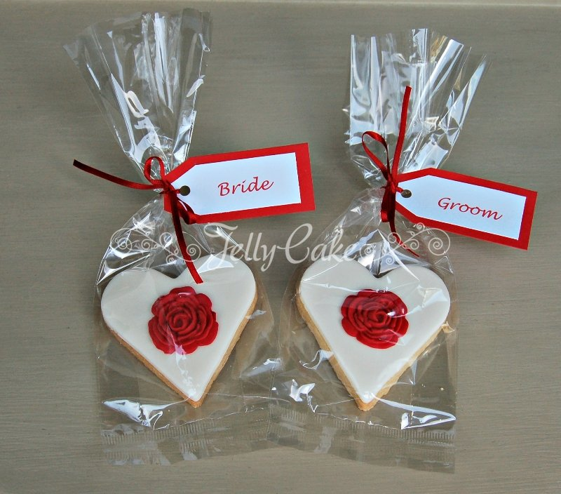 red-rose-biscuit-favours