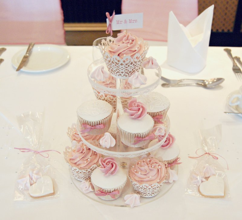 Lace and Rose Cupcakes 1c.jpg