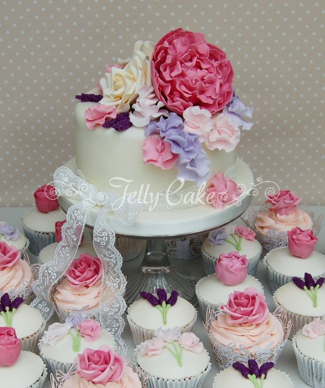 wedding cake with mini cupcakes cupcakes and mini cakes jellycake 26926