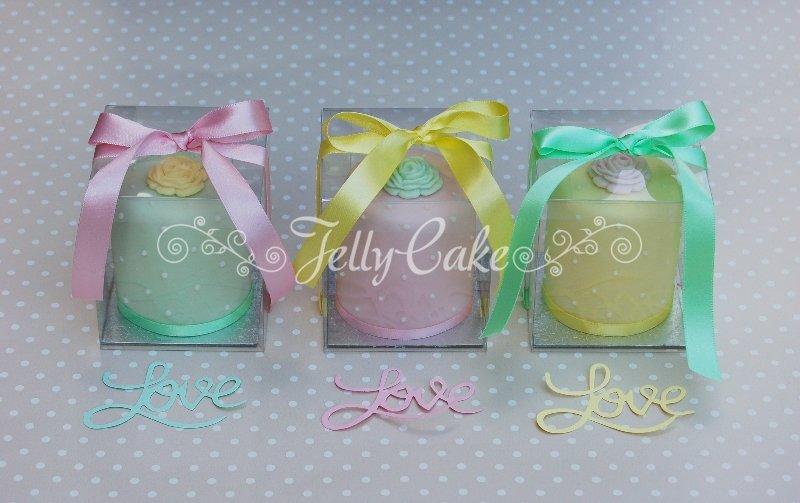 pastel-roses-mini-cakes