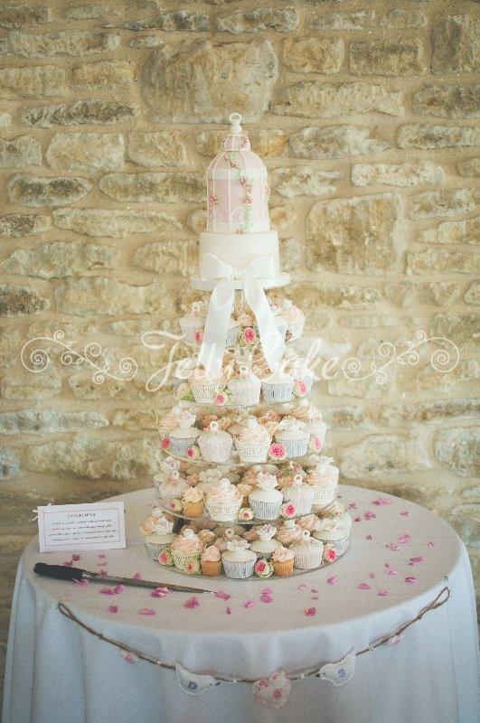 pink-birdcage-wedding-cupcake-tower
