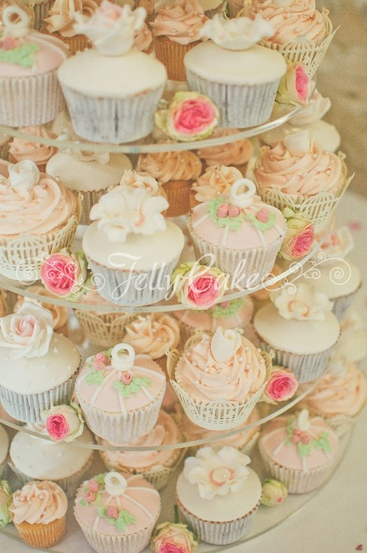 pink-birdcage-wedding-cupcakes