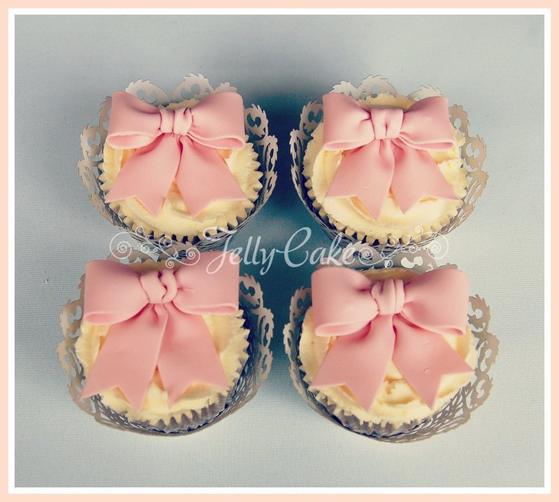 pink-bow-cupcakes