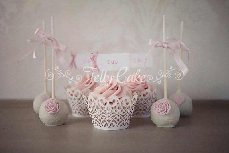pink-ruffles-wedding-cupcakes
