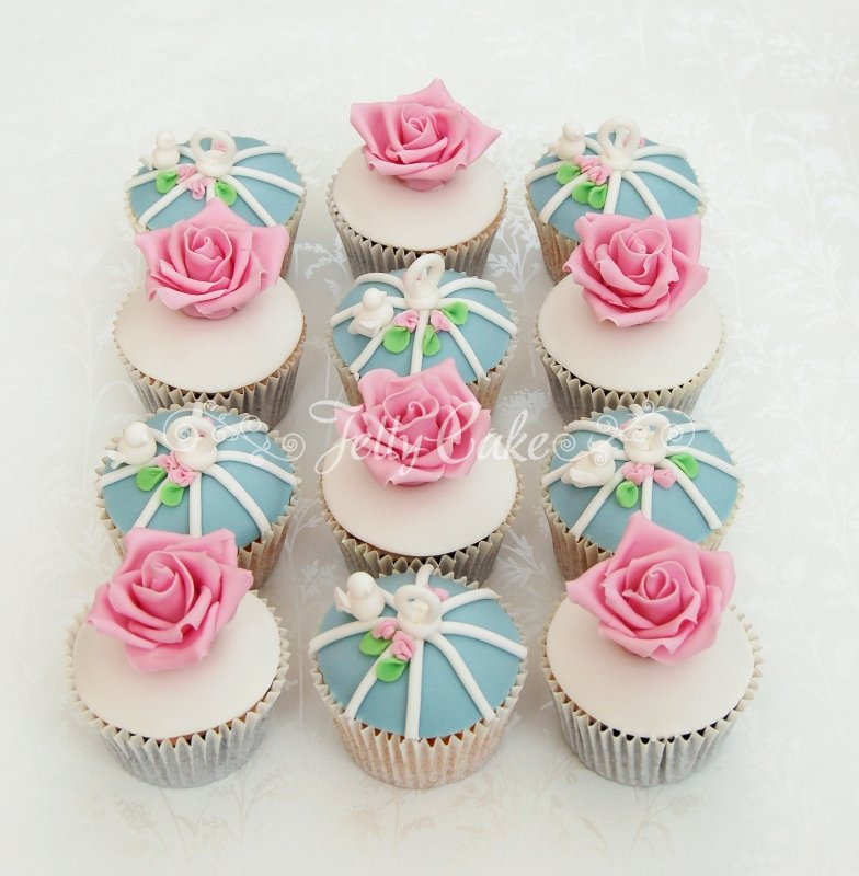 roses-and-bird-cage-wedding-cupcakes