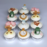 mad-hatter-cupcakes-1