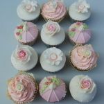 pink-and-ivory-birdcage-wedding-cupcakes