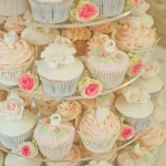 pink-birdcage-wedding-cupcakes