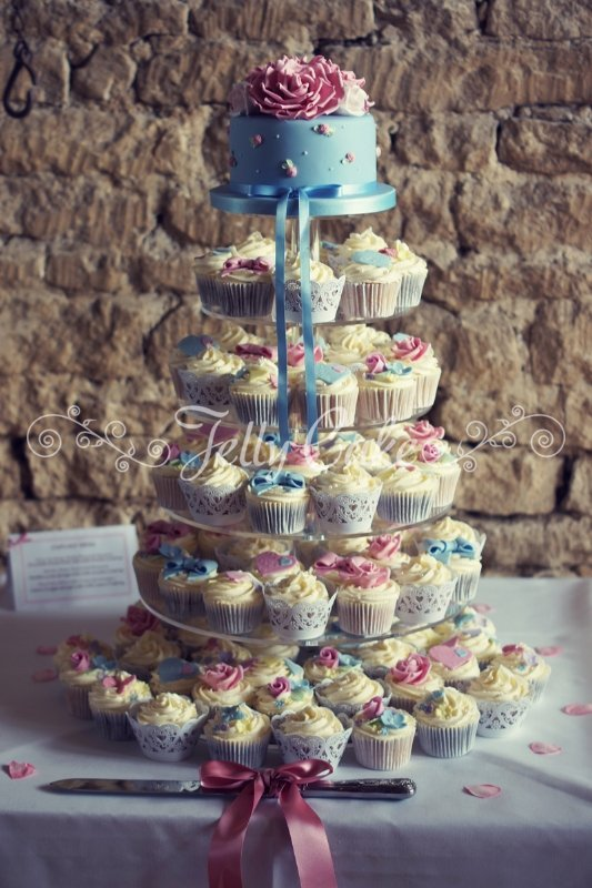 vintage-blue-and-pink-wedding-cupcakes
