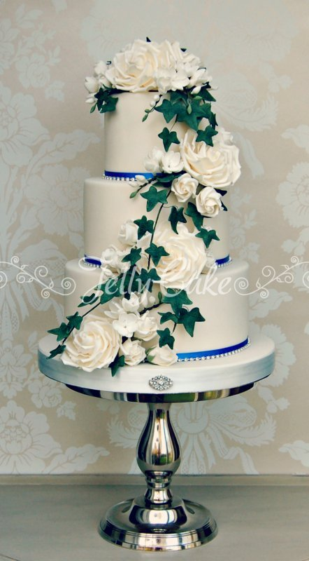 rose-and-ivy-cascade-wc-6