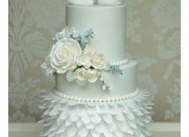 Swan Wedding Cake Cotswold Wedding